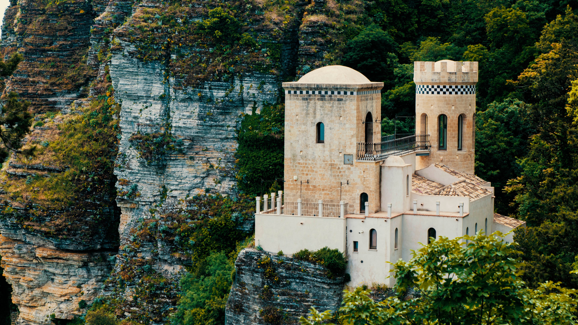 Discovering Erice, one of the most suggestive villages in Italy