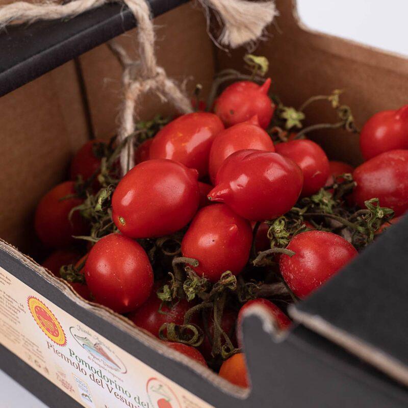 cassetta dettaglio pomodorini del piennolo del vesuvio